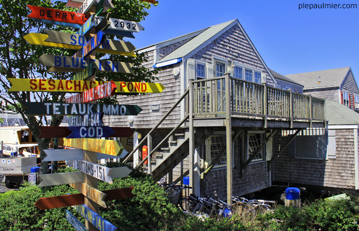nantucket buildings and signs