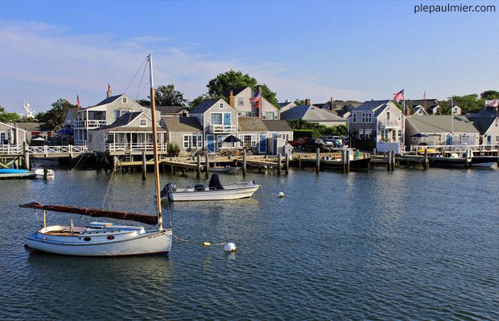 nantucket homes near harbor